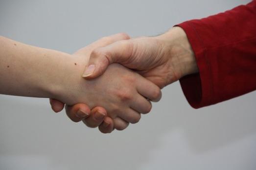 hands-1439398_640