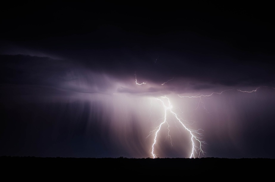 lightning-bolt-768801_1280