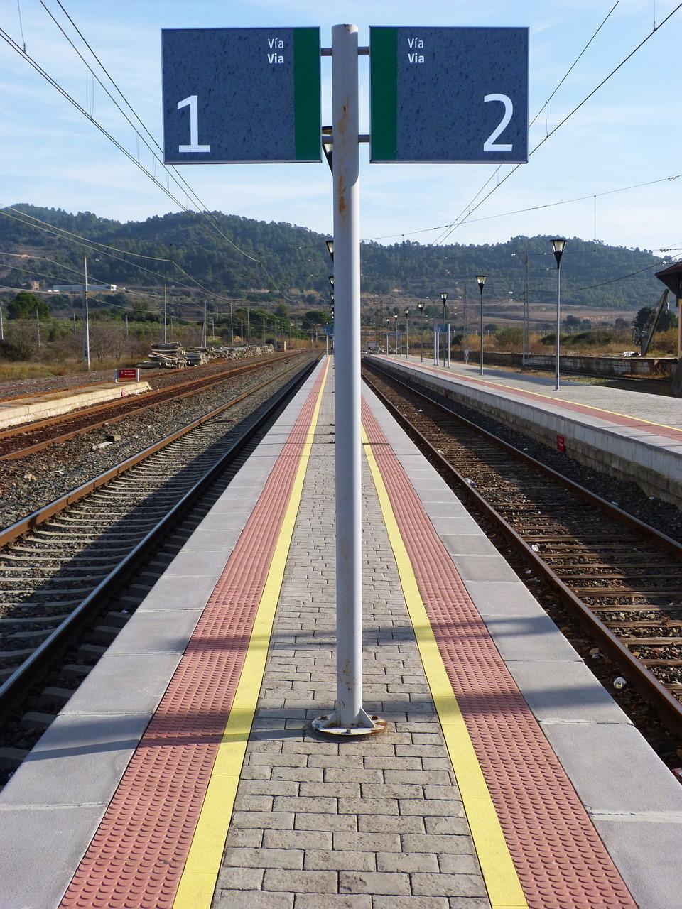 platform-1096242_1280