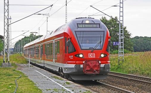 regional-train-1572209_1280 (1)